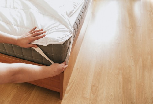 What Causes Yellow Stains On Mattress?